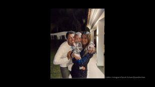 'Chicharito' Hernández, su hijo Noah y su esposa Sarah Kohan