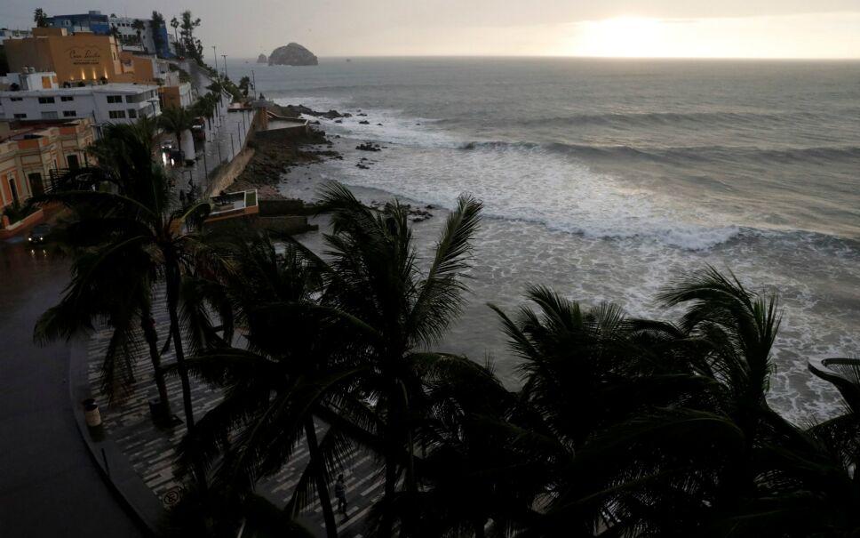 Huracán Willa golpea Sinaloa