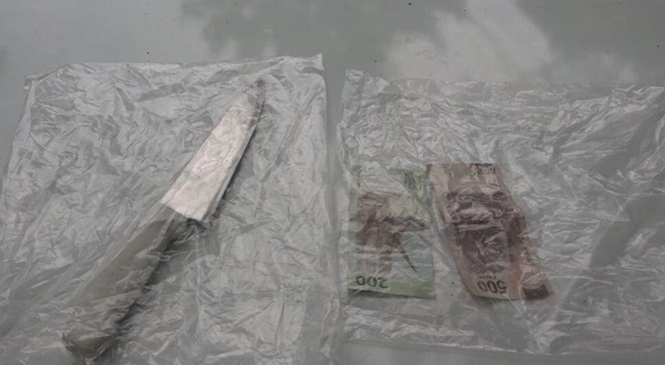 Cuchillo y efectivo encontrado a los colombianos