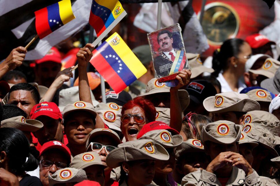 Cientos marchan en apoyo a Maduro tras denuncias de atentado
