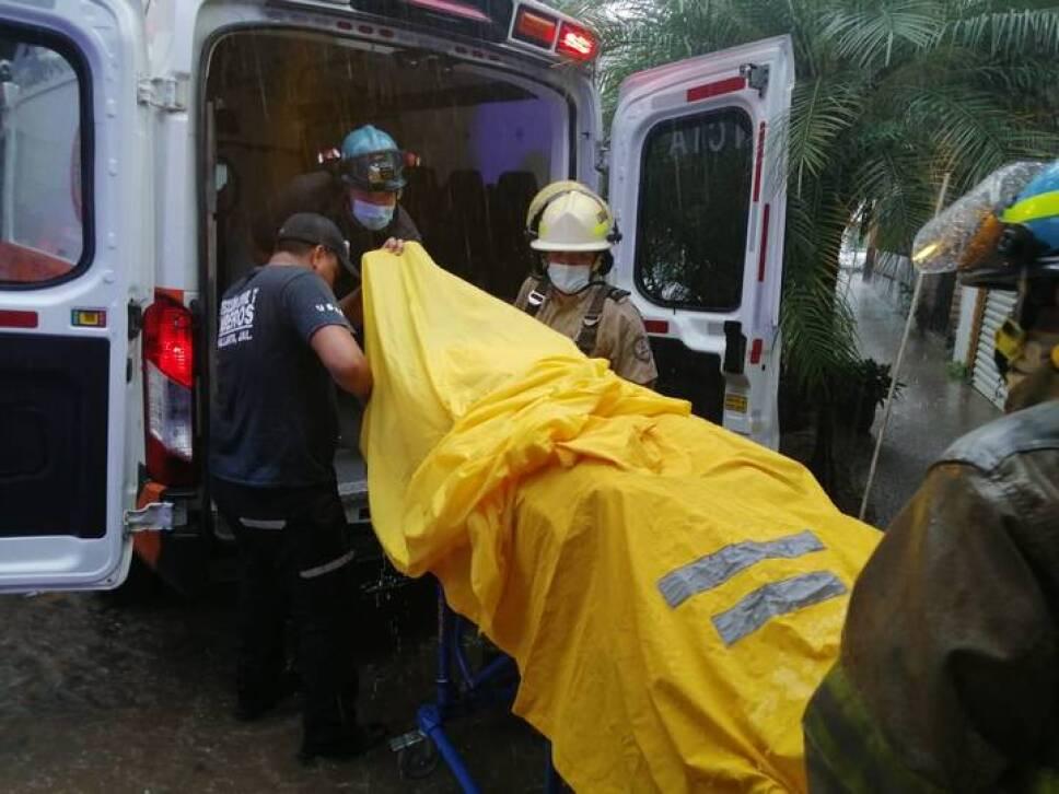 La cuerda del parachute donde viajaba una turista se reventó por lo que el paracaídas terminó volando sin rumbo en Puerto Vallarta.