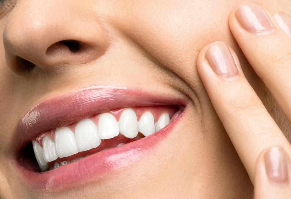 Colócalo en los labios con suaves masajes circulares y retira con agua fría. Los labios te quedarán fabulosos.