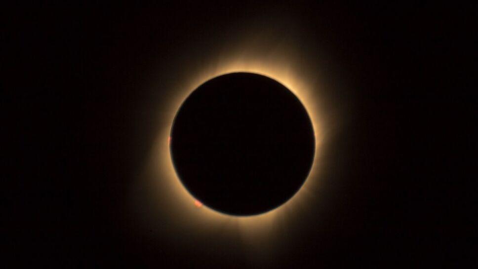 Eclipse solar, cuernos, Sol B.jpg