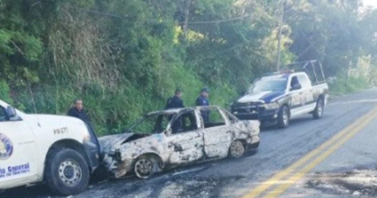 Bloquean y queman vehículos sobre la carretera Acapulco-Chilpancingo - ADN 40