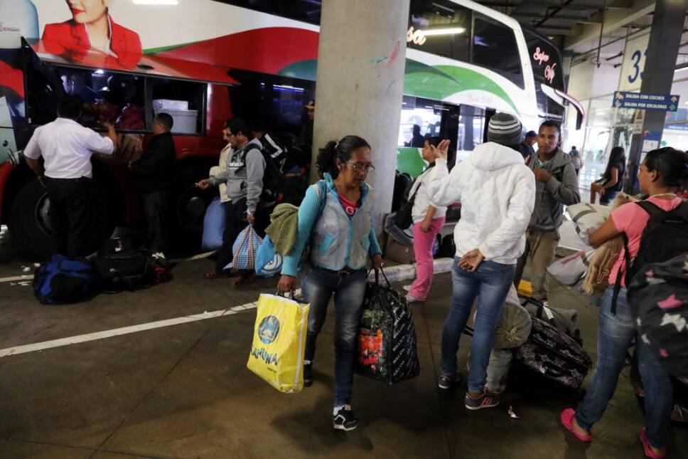 inmigrantes venezolanos camiones ecuador3