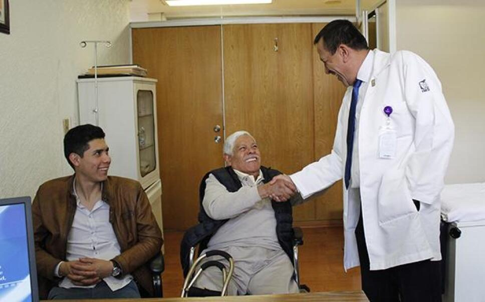 IMSS se recupera paciente operado temblor