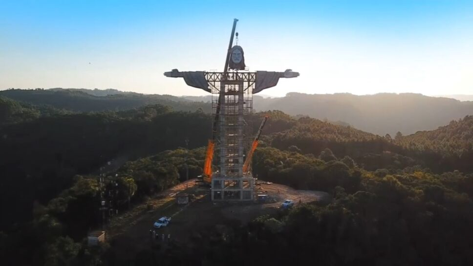 Cristo Protector de la ciudad de Encantado, en Brasil
