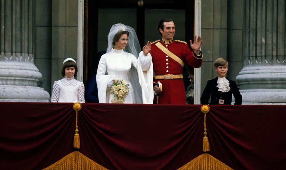 Ana de Inglaterra y Mark Phillips desde el balcón real  Foto Especial