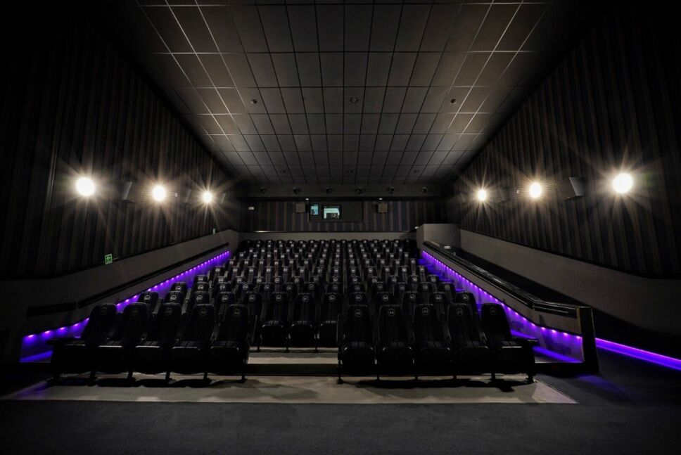 Cinedot, la nueva cadena de cine que le dice adiós a las filas y los tradicionales combos de palomitas