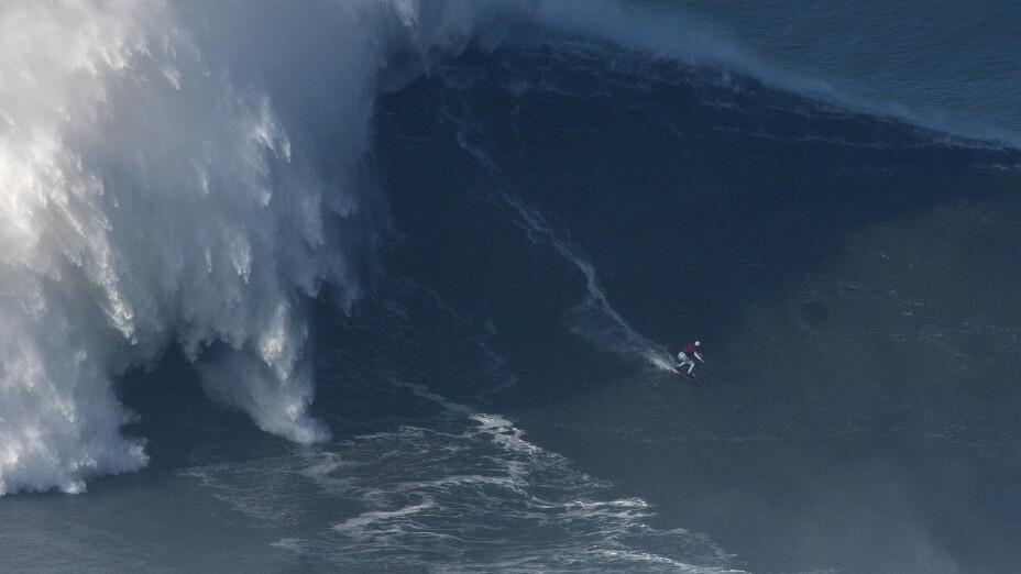 Big Wave Surfers Head to Nazare