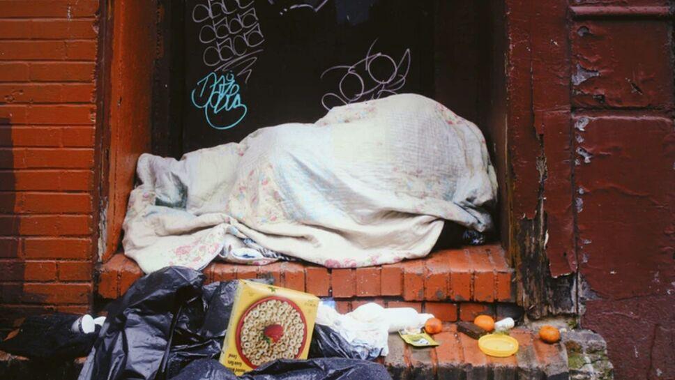 Indigente se negó a compartir su comida y recibe puñaladas
