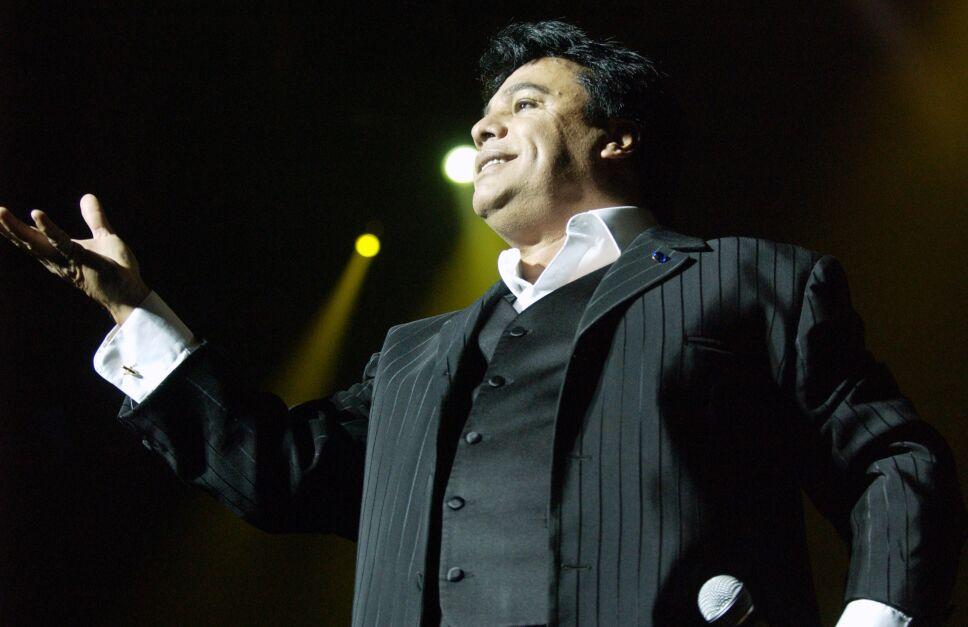 Mejor conocido como Juan Gabriel, fue un cantautor, actor, compositor, músico, productor discográfico y filántropo mexicano.