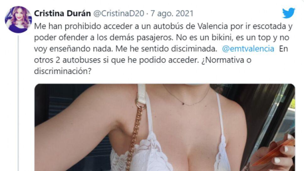 Cristina Durán denunció  que un conductor de autobús le negó el acceso por llevar un escote y ofender a los demás.