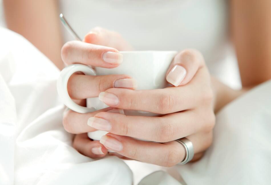 Si quieres lucir unas uñas sanas, hermosas e incluso dejarlas crecer un poco, lo mejor es que sigas estos consejos para su cuidado.