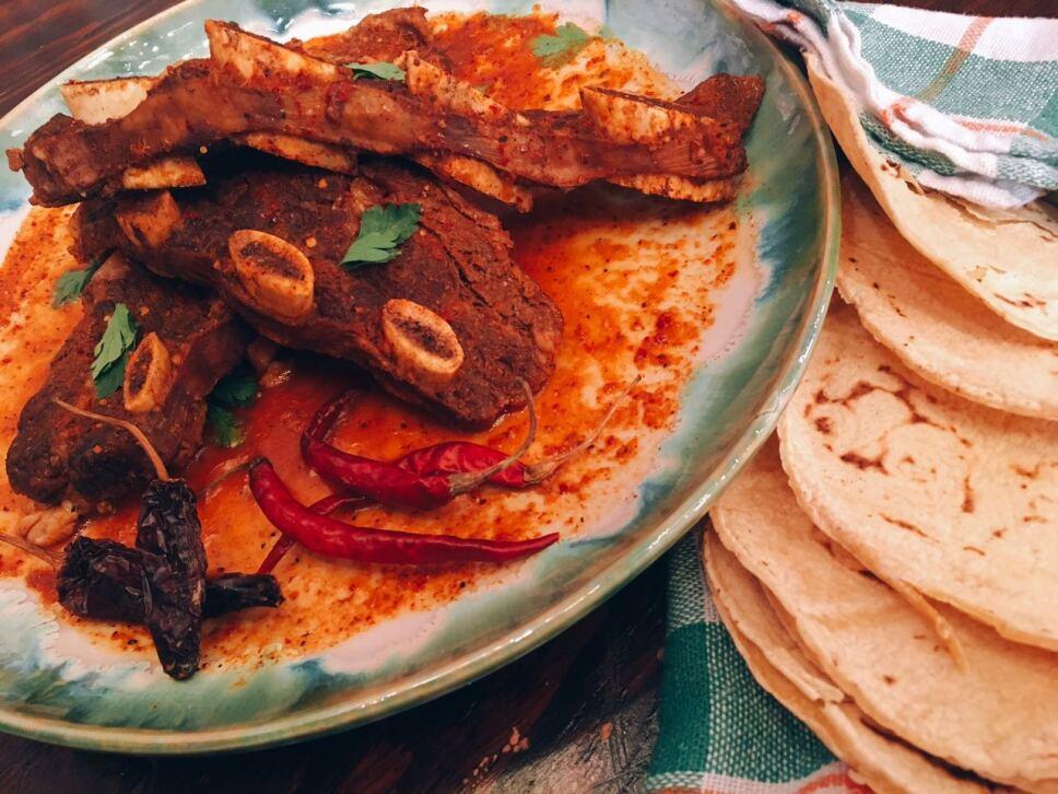 Costillas de res endiabladas, cocineros mexicanos