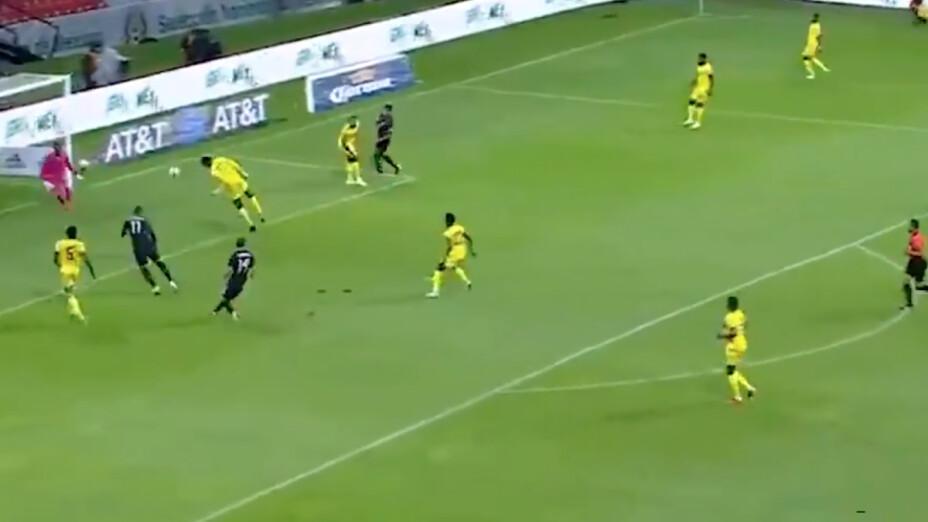 Funes Mori falla a lo 'Chicharito' en el México vs Jamaica.png