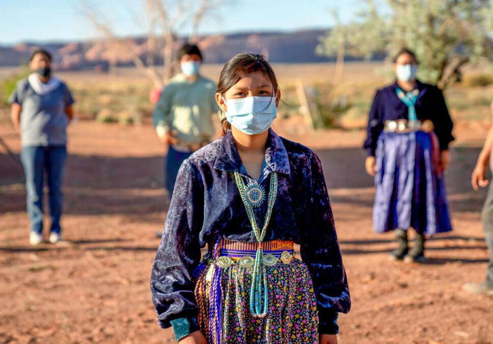 mujer indigena con cubrebocas