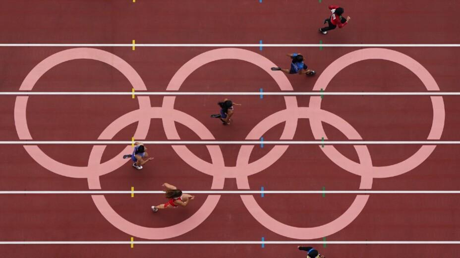 Aros Olímpicos en la pista de Atletismo de Tokyo 2020
