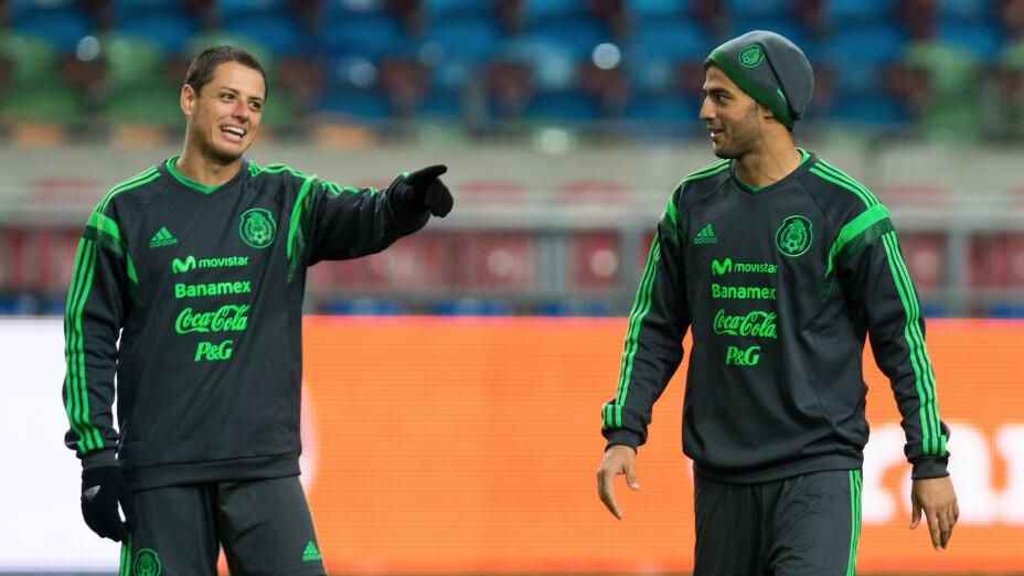 Chicharito y Vela no descartan volver a Selección
