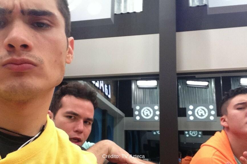 ¡Así es la pose de galanes de Diego, Adolfo y Fernando! ¿Cuál te gusta más?