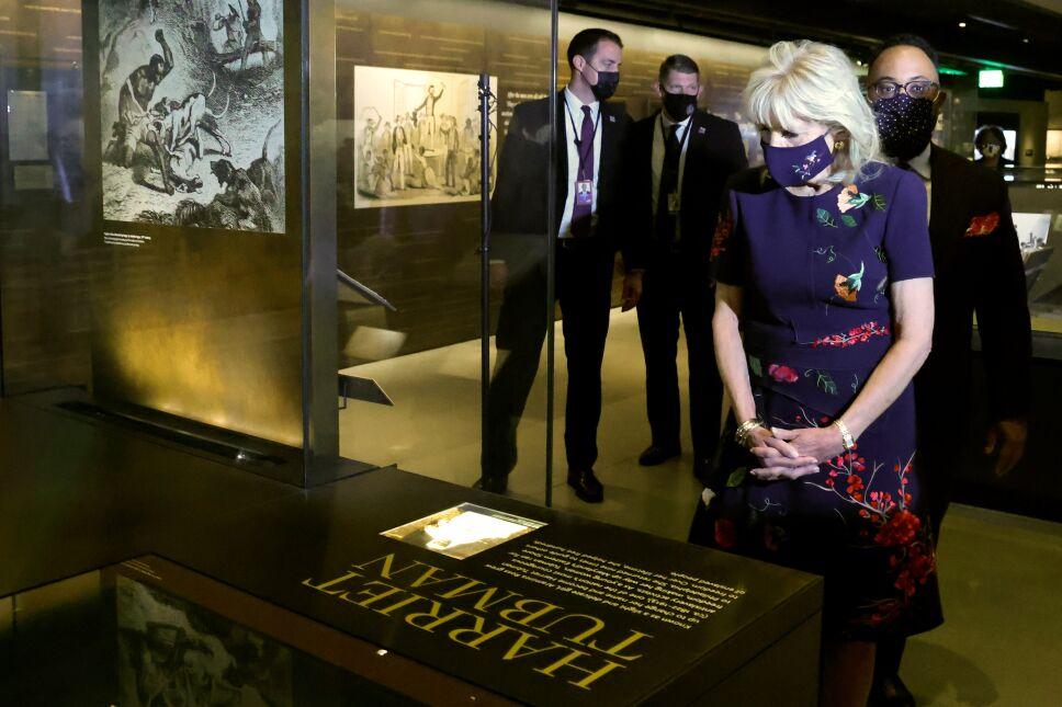 museos smithsonianos jill biden