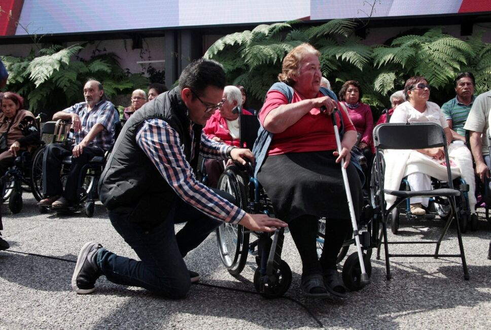 Entrega de sillas de ruedas 3