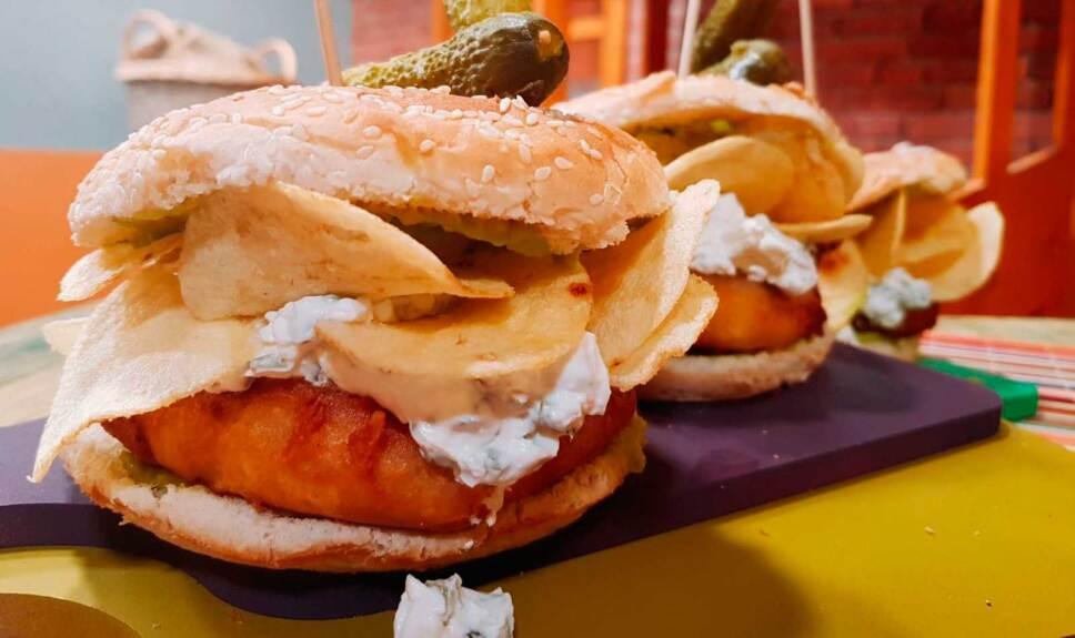Receta Hamburguesa de pescado rellena de tártara y guacamole