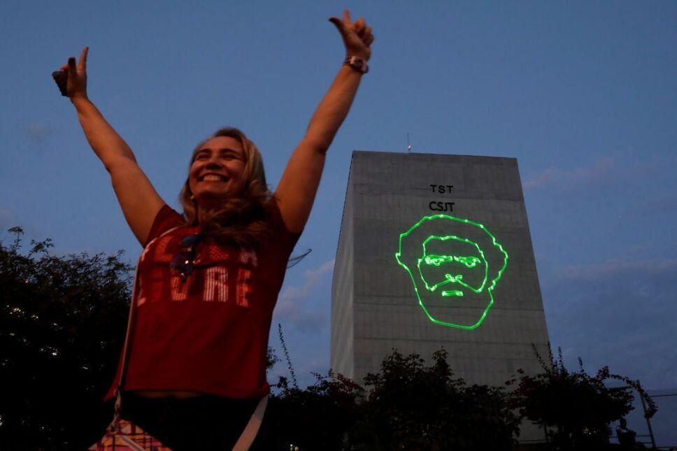 Haddad, compañero de fórmula, encabezaría la candidatura si la inscripción de Lula no tiene éxito.