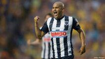 3 futbolistas chilenos méxico chupete suazo.jpg