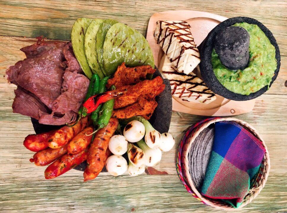 molcajete de cecina, cocineros mexicanos