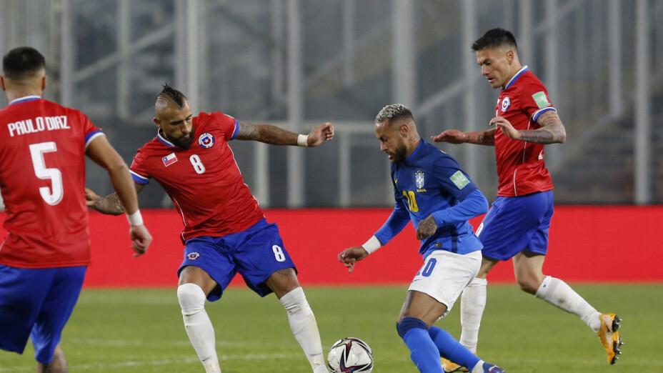 Arturo Vidal y Richarlison protagonizan pleito tras el Brasil vs Chile.png