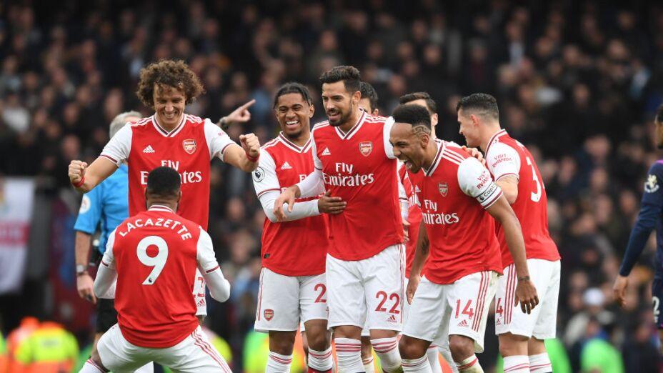 El Arsenal renueva a tres de sus futbolistas