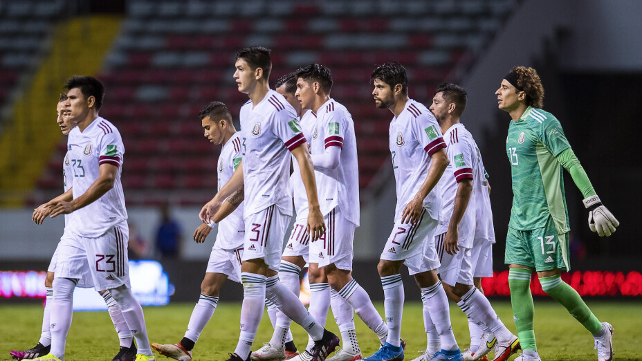 Edson Álvarez y Alexis Vega causan baja de la Selección.