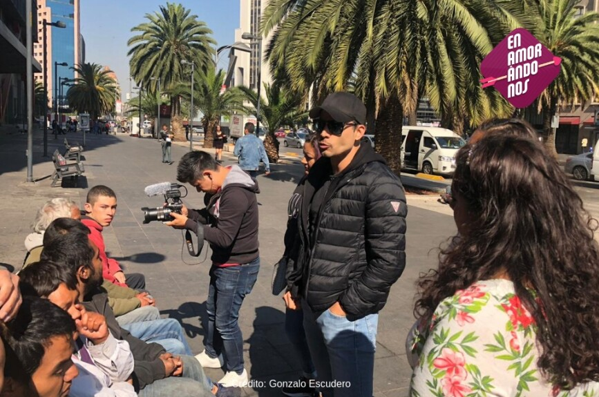 Fue con sus fans a alimentar a gente de la calle.