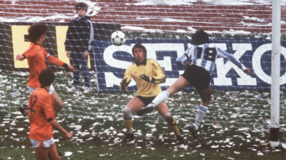 Argentina derrotó a Holanda con gran actuación de Kempes