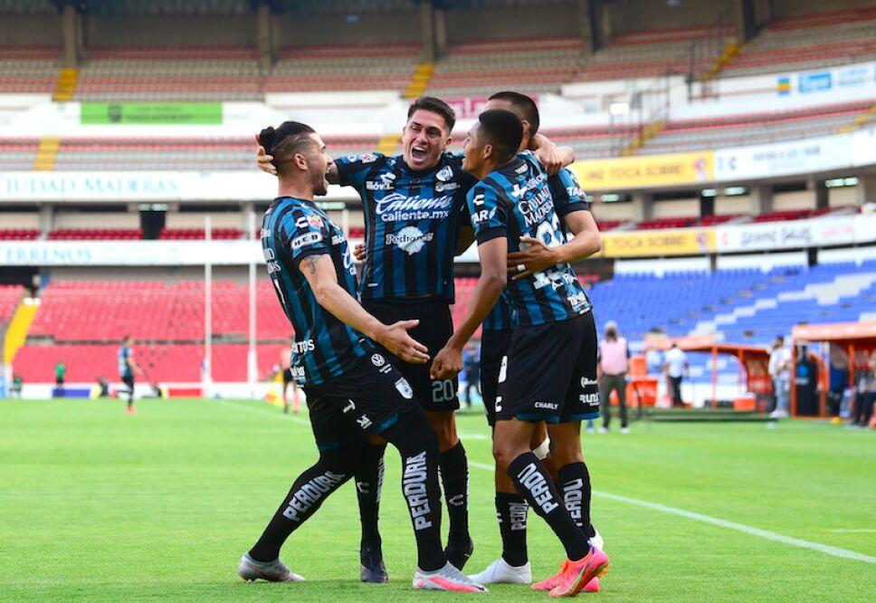 Querétaro triunfa ante Santos .jpg