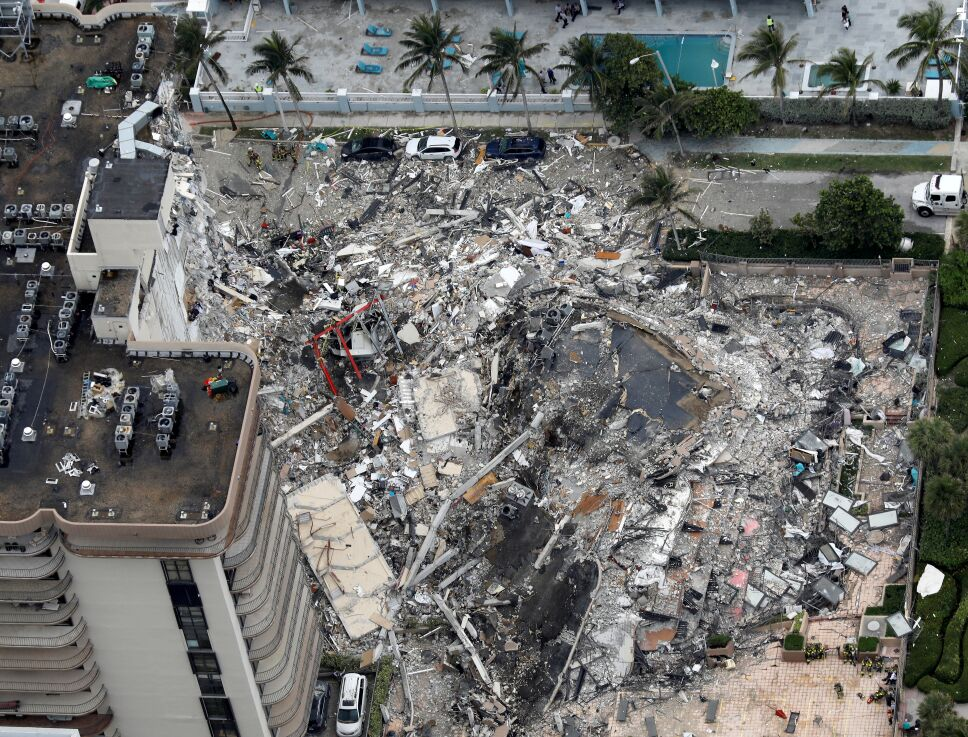 Reanudan labores de búsqueda en Miami.