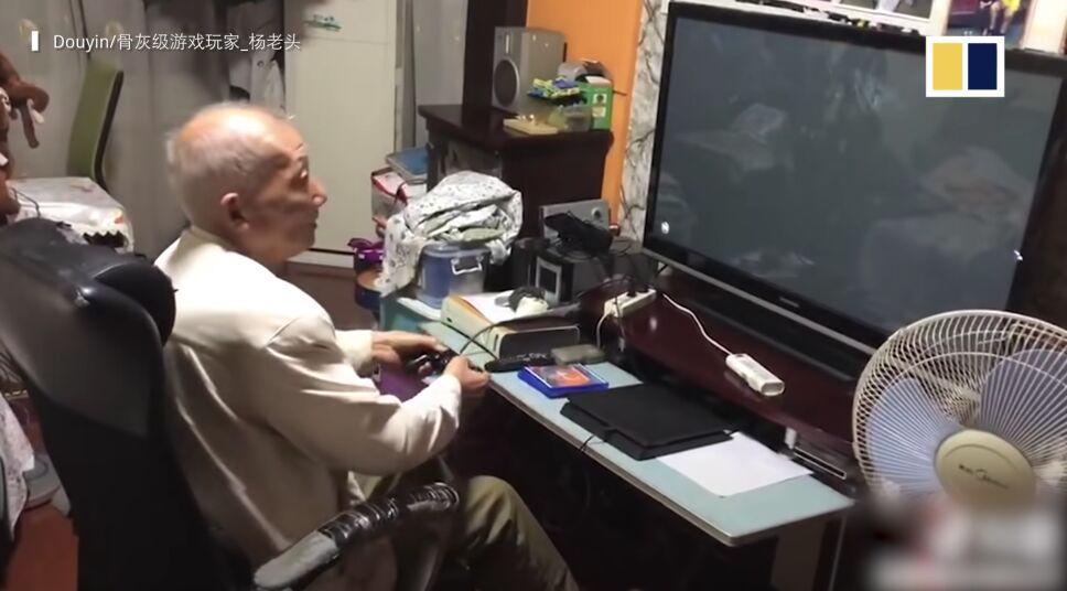 Abuelito de 86 años destaca como experto en videojuegos.png