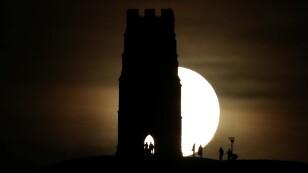 La primera Luna llena de enero ofreció un espectáculo astronómico único