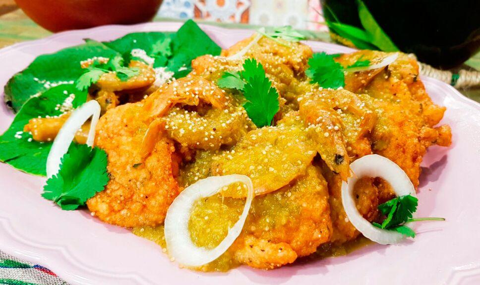 Tortitas de amaranto con camarón seco en salsa verde