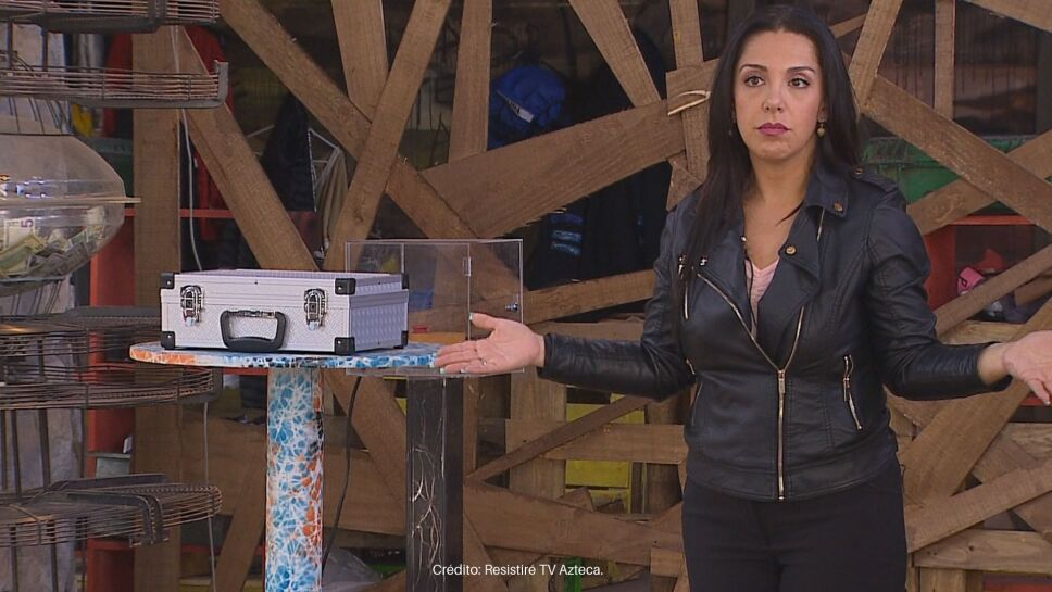 Mariela llegó al refugio para hacer cuentas con los resistentes.