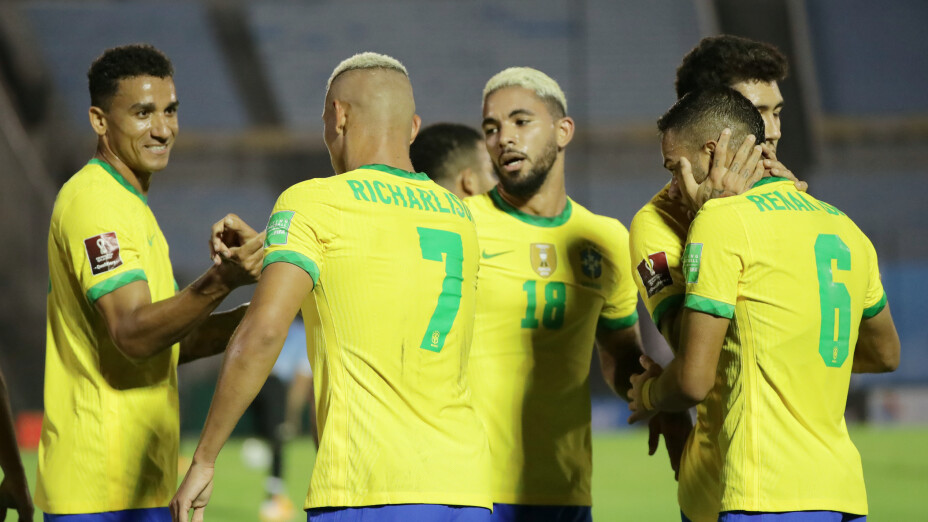 Brasil derrotó a Uruguay en Montevideo y se acerca a Qatar 2022
