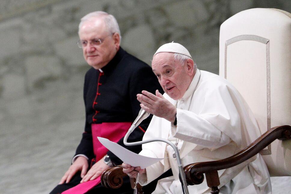 Papa Francisco dice que leyes de unión civil deberían cubrir a homosexuales