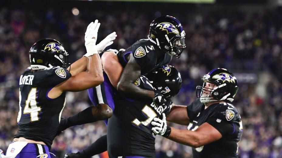 Los Baltimore Ravens celebran tras vencer a los Colts
