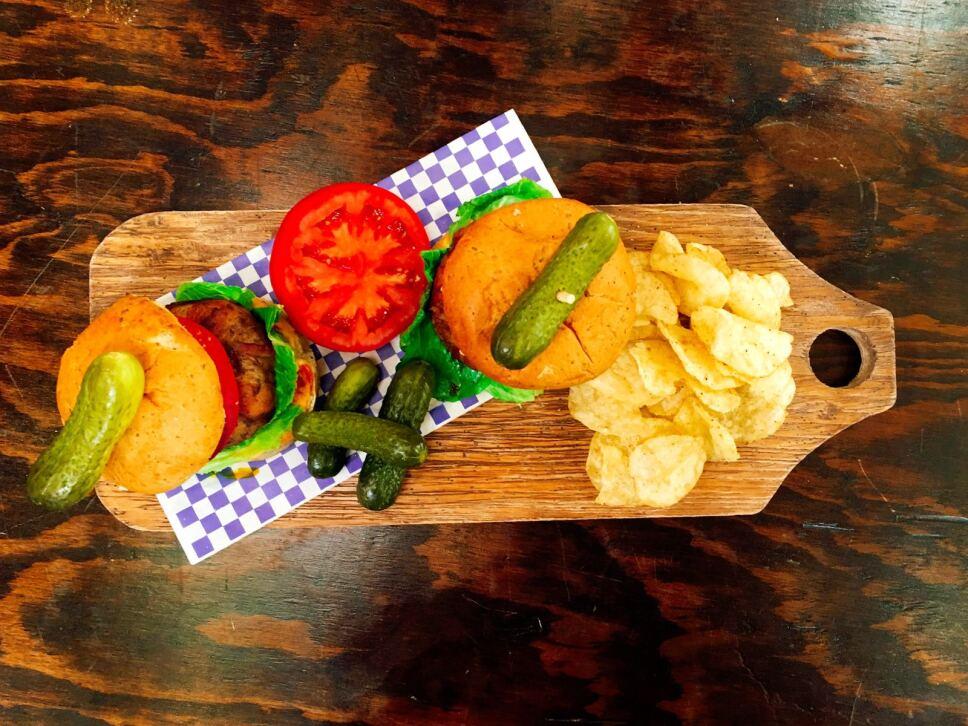 Receta Hamburguesa envuelta en tocino y queso Cocineros Mexicanos