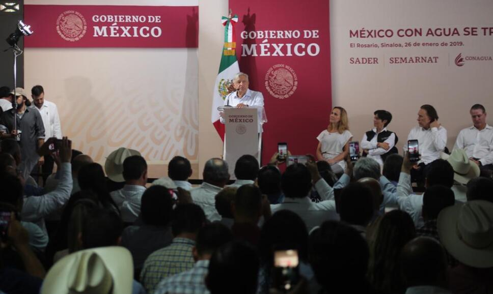 Presidente AMLO promete concluir dos presas en Sinaloa