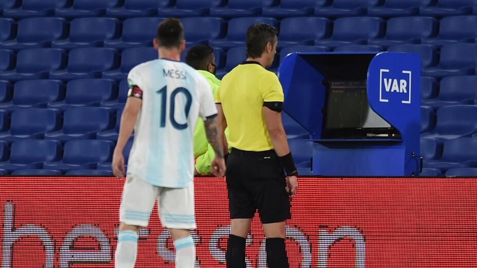 Argentina empata con Paraguay tras gol anulado a Messi