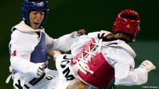 2 medallistas olímpicos mexicanos beijing pekín 2008.jpg