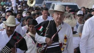 Andres Manuel López Obrador inaugura camino en Sinicahua, Oaxac