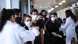 Desde China, regresan 18 estudiantes guanajuatenses